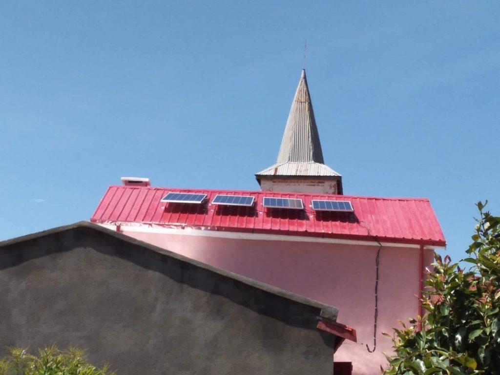 Panele słoneczne na dachu szkoły Ambatomasina