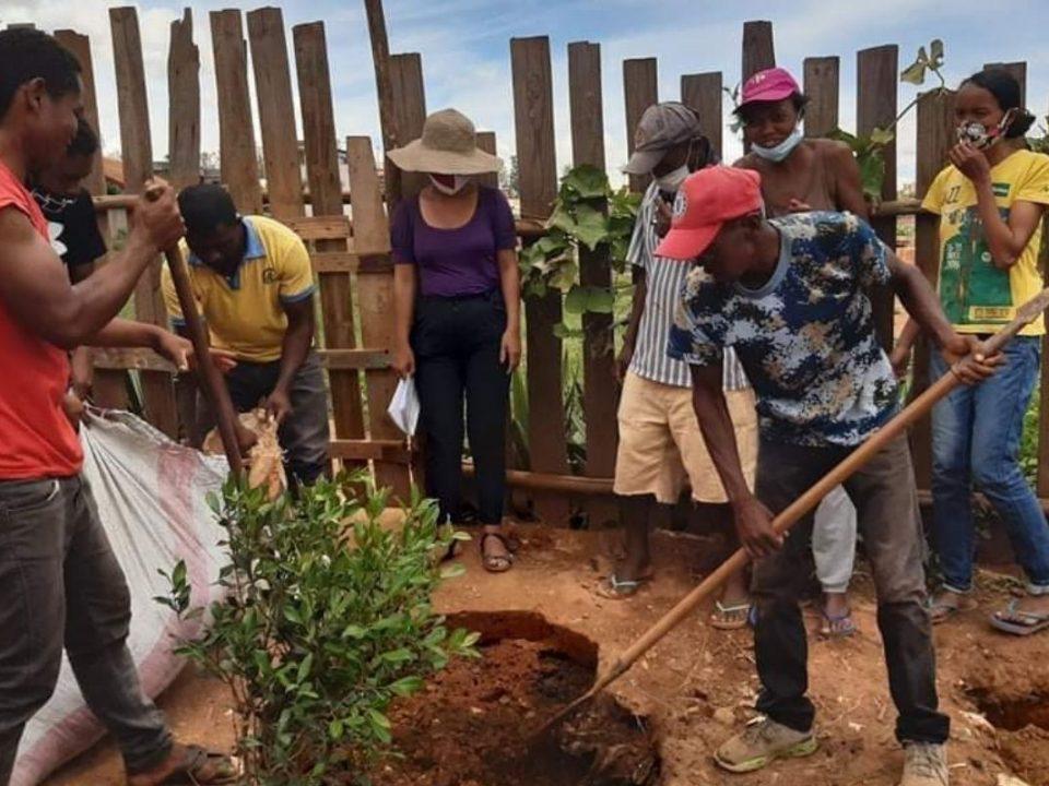 Sadzenie drzew w ramach projektu Education for Life