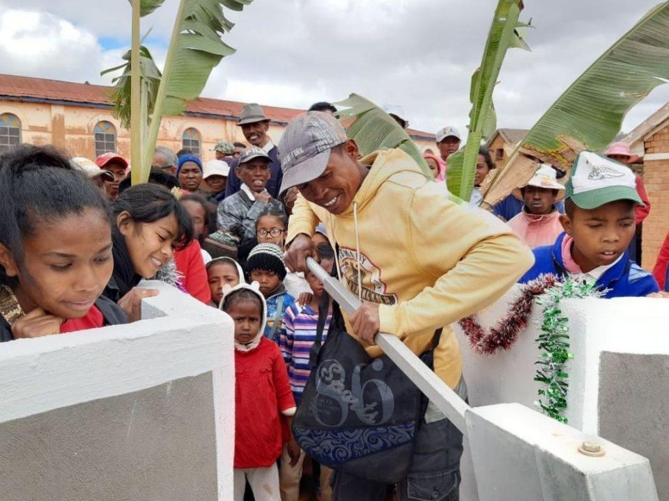 Inauguracja projektu rozbudowy szkoły Ambatomasina